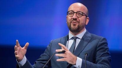 """Peiling: """"N-VA verliest pluimen maar blijft nummer 1 in Vlaanderen, PS blijft grootste in Wallonië"""""""