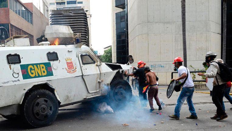 Een gepantserde wagen van de Nationale Garde heeft een jongeman overreden.
