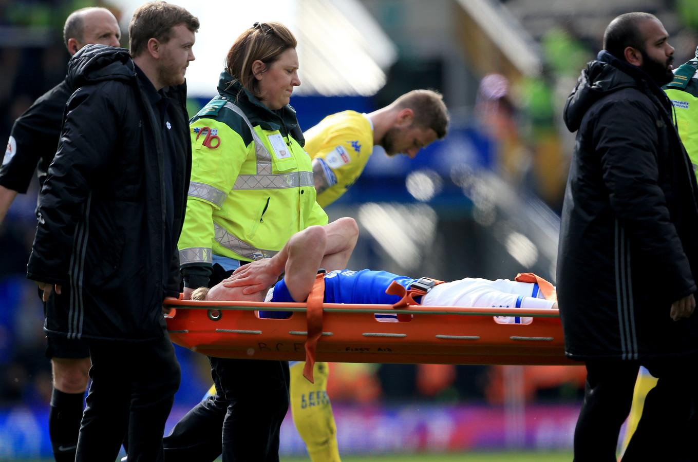 Maikel Kieftenbeld moest er tegen Leeds United met een brancard vanaf.