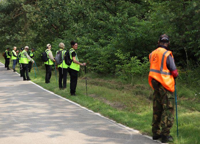 Het Veteranen Search Team helpt mee zoeken naar het vermiste meisje uit Ede.