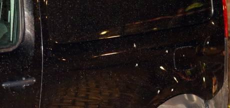 Geparkeerde auto in Den Bosch doorzeefd met kogels