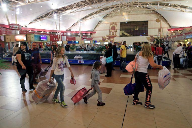 Russische toeristen op de luchthaven van Sharm el-Sheikh. Beeld epa