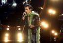 """Milou:  ,,Eigenlijk zou die gozer van mij op singer-songwriter Harry Styles moeten lijken. Hij is 1,83! Hoe vind je 'm?"""""""