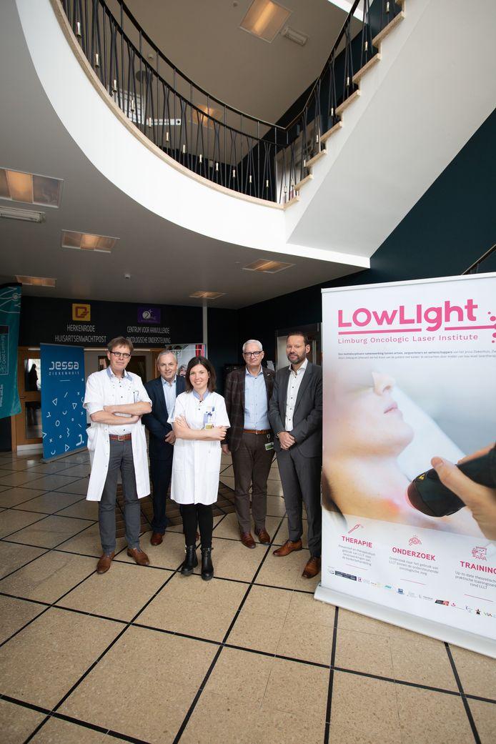 Erwin Bormans (ZOL), Yves Breysem (Jessa), Piet Stinissen (Biomed), prof. Jeroen Mebis en Jolien Robijns.