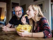 Ronald Giphart wordt gek van krakend verse chips