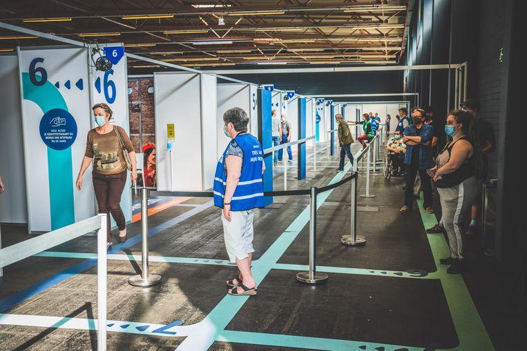 Het vaccinatiecentrum in Flanders Expo. Beeld Wannes Nimmegeers