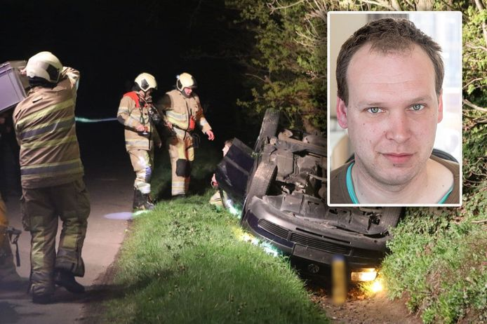 Timothy (inzet) en de auto waarin hij en zijn vriendin zaten op het moment dat een shovel de wagen ondersteboven in de sloot liet belanden.