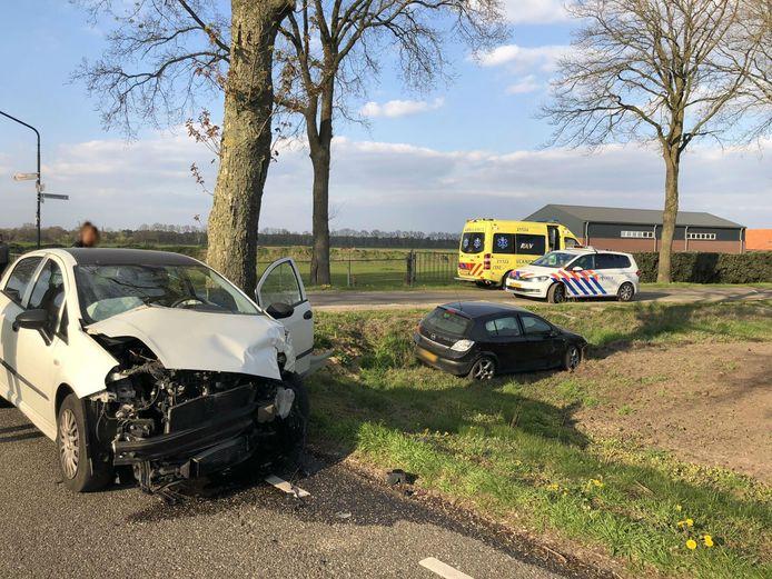 Zwangere vrouw naar ziekenhuis na botsing in Venhorst.