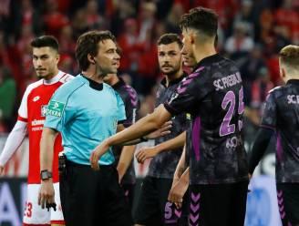 """Freiburg zal VAR-penalty in rust niet aanvechten, maar spaart kritiek niet: """"Dit kan niet in de geest van het voetbal zijn"""""""