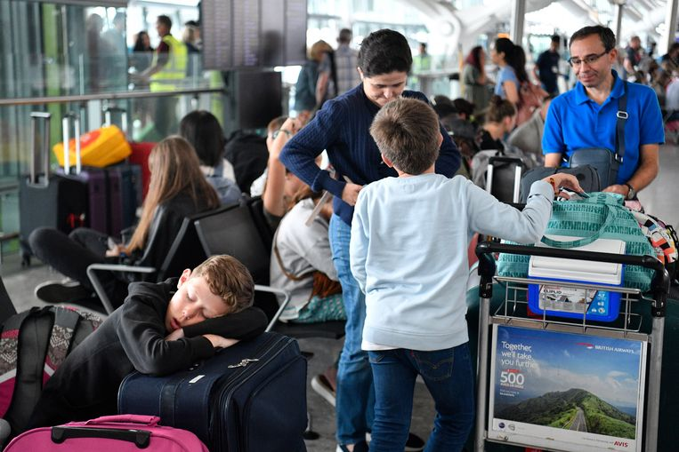 Met het vliegtuig op reis gaan: iets om je voor te schamen?  Beeld EPA