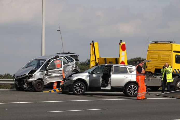 Ongeluk met twee auto's op A2/A58.