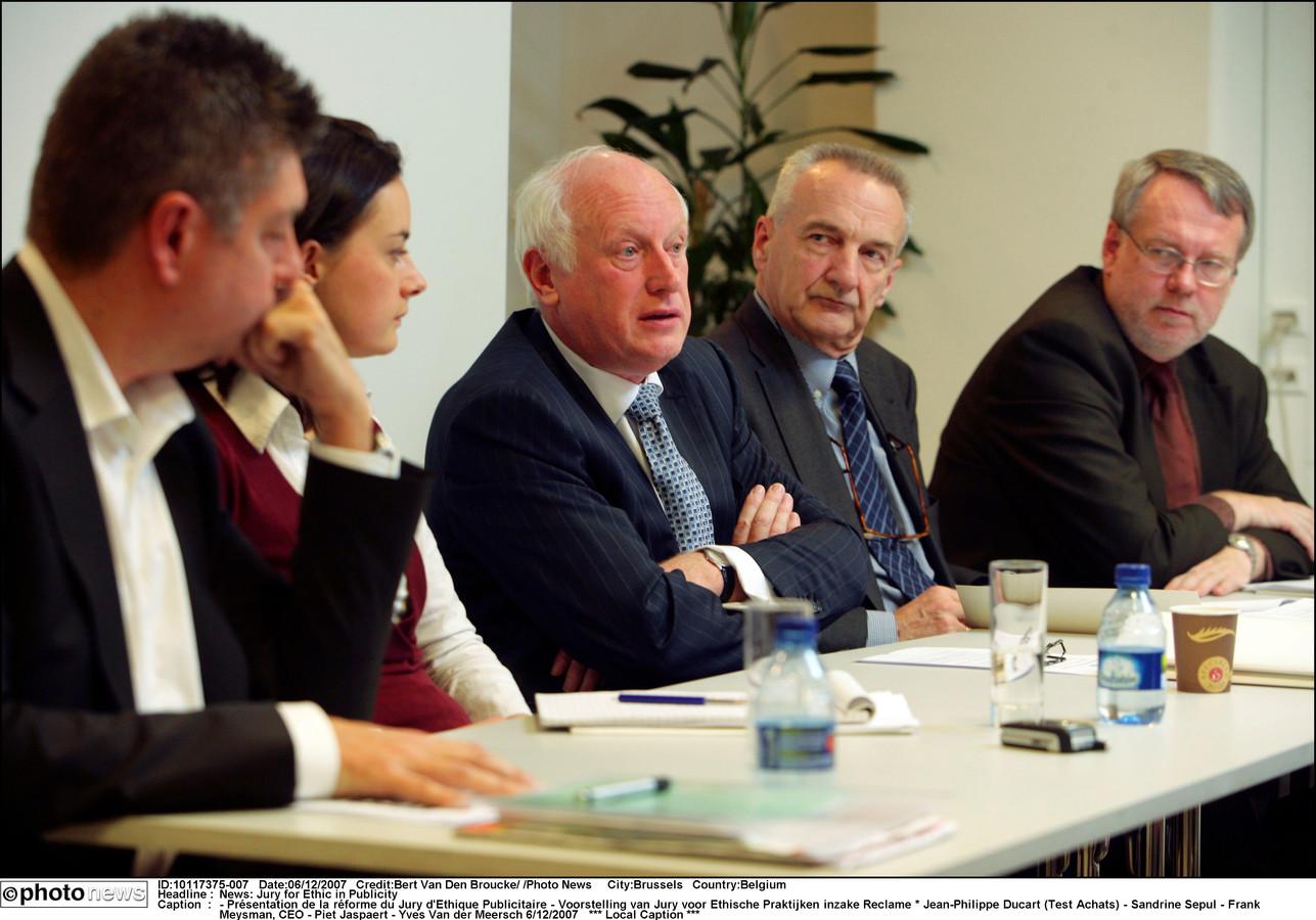 Frank Meysman (centraal) tijdens de voorstelling van de Jury voor Ethische Praktijken inzake Reclame