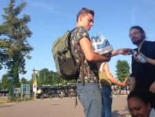NS geeft 'helden' van station Olst koekje van eigen deeg