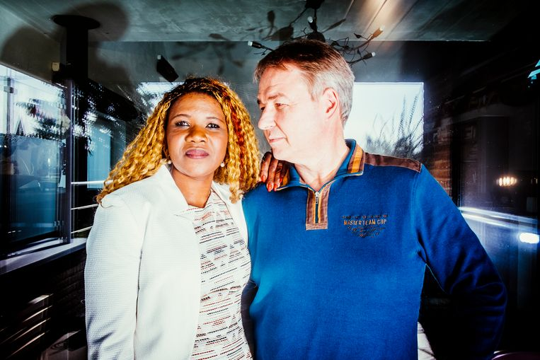 Peter Verlinden en zijn echtgenote Marie Bamutese. Beeld Stefaan Temmerman