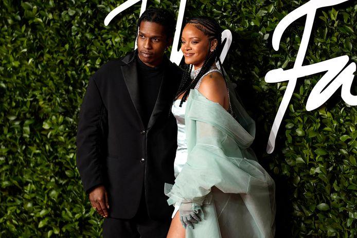 Rihanna en A$AP Rocky op de rode loper van The Fashion Awards in 2019