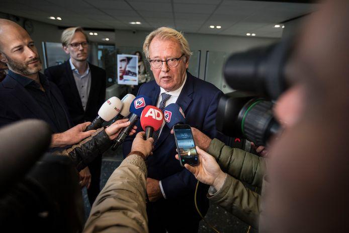 Spoedberaad na afgetreden burgemeester Krikke in het Provinciehuis. Jaap Smit, commissaris van de koning, spreekt de media toe.