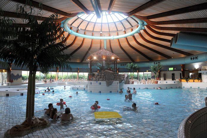 Alleen in het weekend nog zwemmen in het subtropisch zwembad.