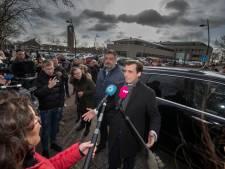 Drukte bij politiebureau Emmeloord vanwege komst Baudet: boetes uitgedeeld, één aanhouding