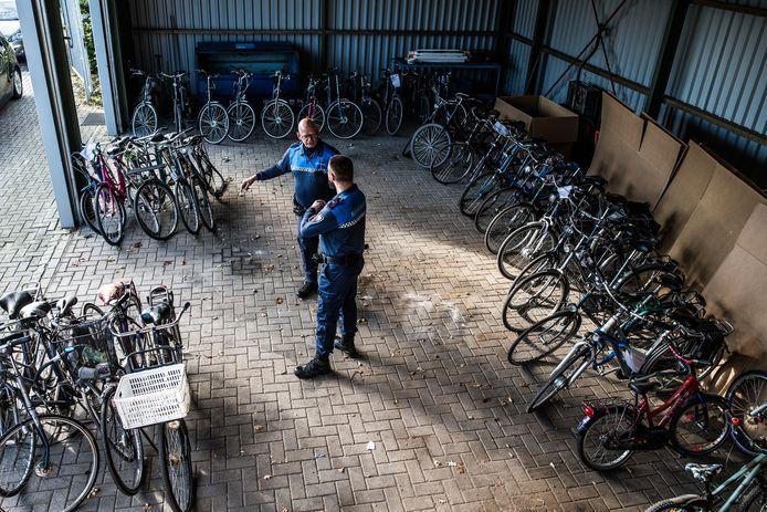 Opslag van gevonden en/of gestolen fietsen bij de Milieustraat in Andelst.