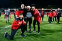 Adrie Steenbergen viert de promotie van GA Eagles met Jay Idzes (voor) en Wout Droste (links) en Martijn Berden