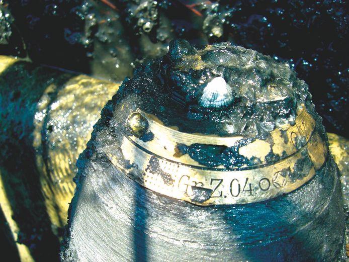 Een gifgas- granaat zoals er op de stortplaats 'Paardenmarkt' begraven liggen.