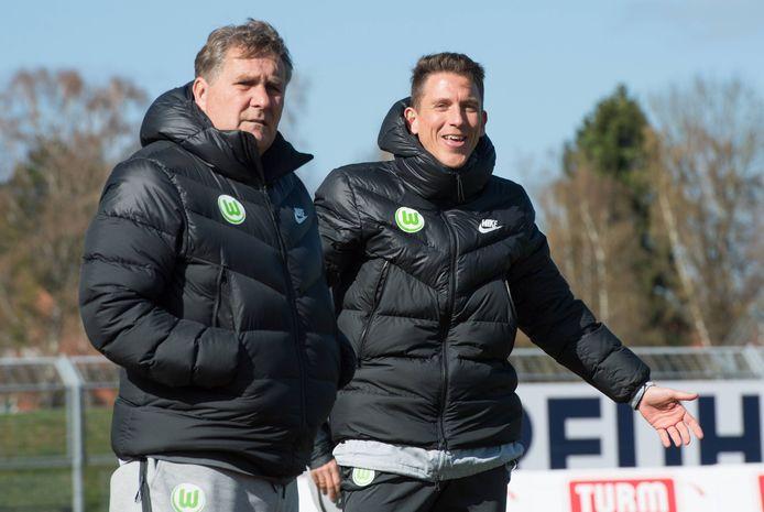 "Ton Lokhoff (links) met Daniel Bauer van VfL Wolfburg: ,,Komend seizoen word ik technisch coördinator bij de jeugd."""