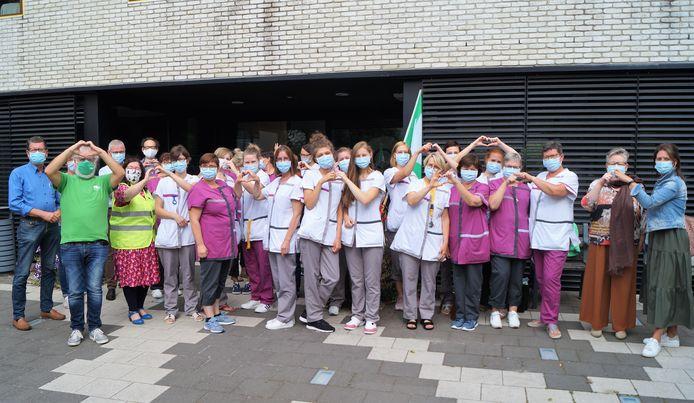 Aan het rusthuis in Lichtervelde werd een korte actie gehouden tegen het zogenaamde 'privatiseringsdecreet'
