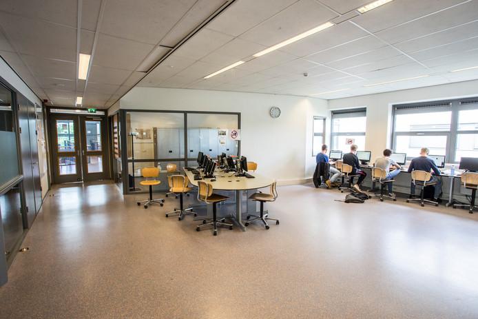 Het Staring College in Lochem heeft te maken met forse krimp in de komende jaren en wil daarom locaties samenvoegen.