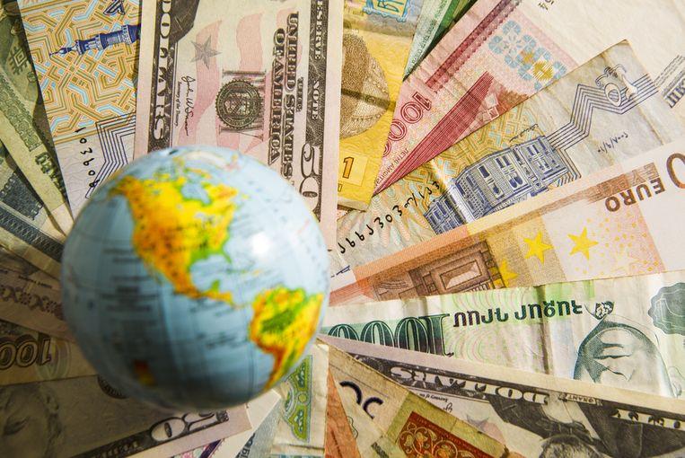 Is de rekening niet in euro, dan loop je als spaarder een wisselkoersrisico. Beeld Shutterstock