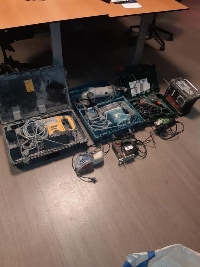 Een deel van het gereedschap dat bij de controle werd gevonden.