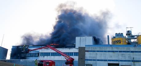 Zeer grote brand in fabriek Vuren onder controle