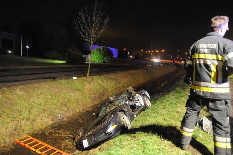 Ben (23) belandde met zijn Corvette in de gracht, zaterdagavond omstreeks 23.30 uur. De wagen kantelde op zijn dak, waardoor de bestuurder volledig onder water zat. Hij kon enkel zijn lippen en neus boven water houden. De brandweer maakte een gat in het portier om hem te bevrijden.