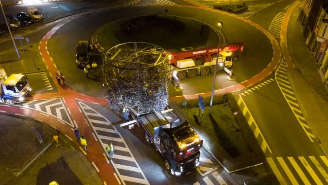 Verhuis van 4,5 ton zware wielermonument in Brakel levert indrukwekkende beelden op