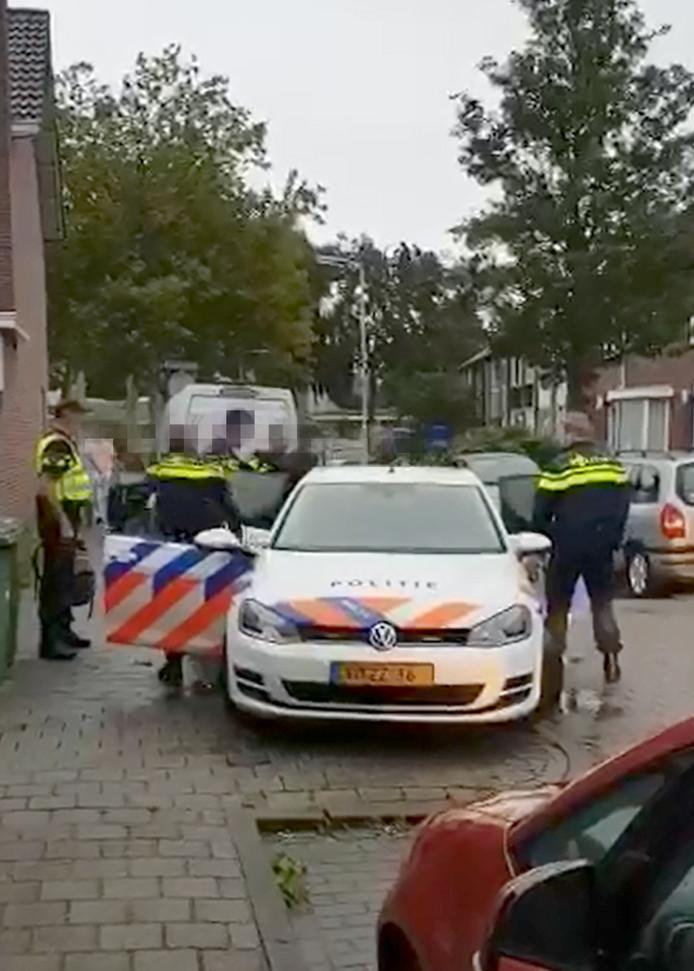 Arrestatie van verdachte in wijk Tuinzigt in Breda. Still uit video