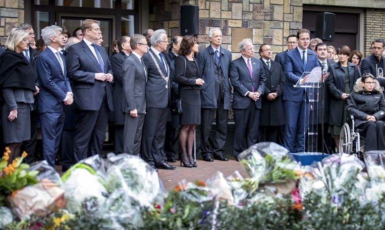 Vicepremier Lodewijk Asscher houdt namens het kabinet een toespraak bij de ambassade van Frankrijk in Den Haag. Beeld anp