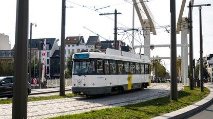 Nieuwe tram botst op eerste werkdag