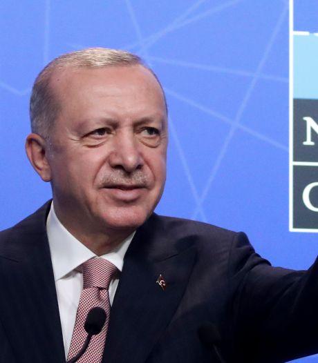 """Un premier entretien """"très productif et sincère"""" entre Erdogan et Biden"""