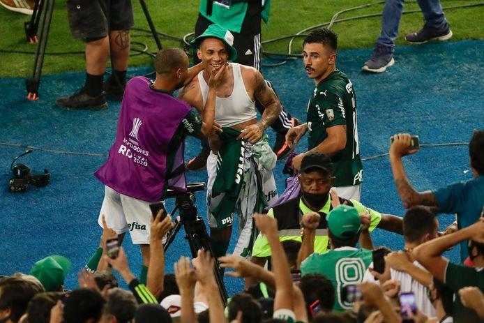 Breno is de grote held van Palmeiras na zijn winnende goal in de 100ste minuut.