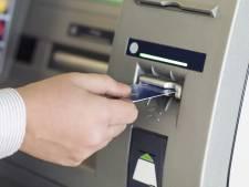Vrouw bijna beroofd van pinpas door nep-bankmedewerkers: vier mensen opgepakt