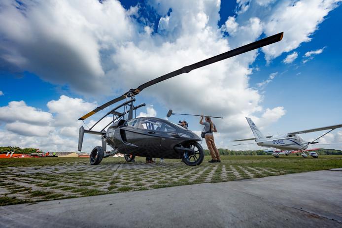 B De PAL-V moet de grensverleggende vliegende auto worden. Met dit prototype is dit avontuur begonnen. Foto: Marcel Otterspeer / Pix4Profs