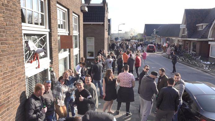 Honderden mensen hielden spontaan een straatfeest in De Goorn