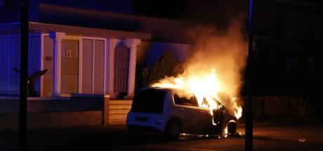 Auto verwoest door brand in Siebengewald
