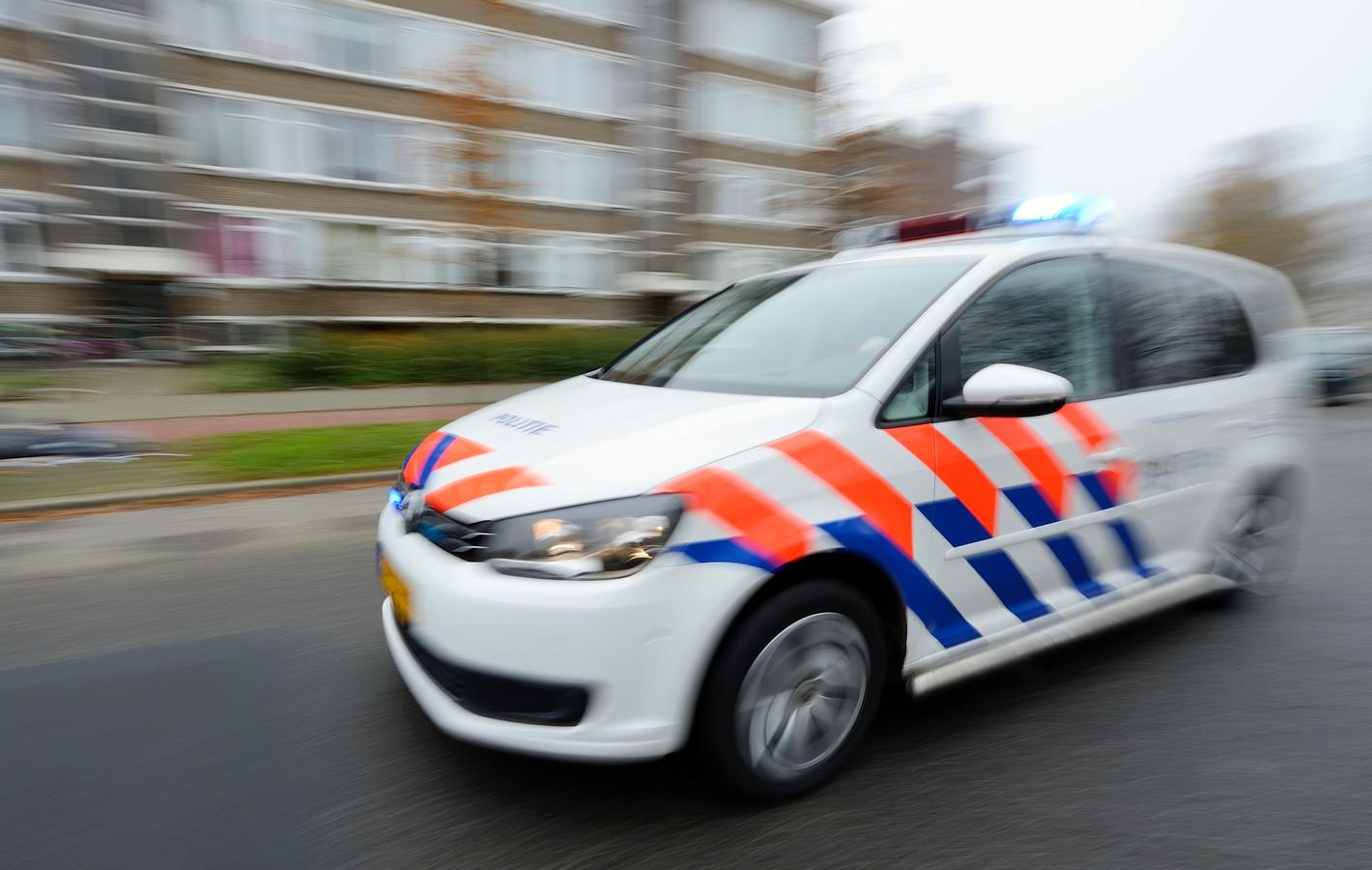 ILLUSTRATIE  - Een politieauto is onderweg met sirene en zwaailicht. ANP  XTRA LEX VAN LIESHOUT