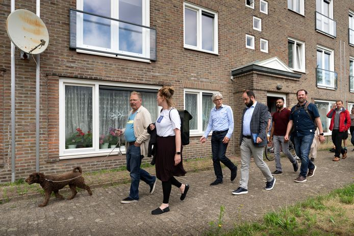 Met elkaar op pad tijdens de luisterwandeling in Boschveld