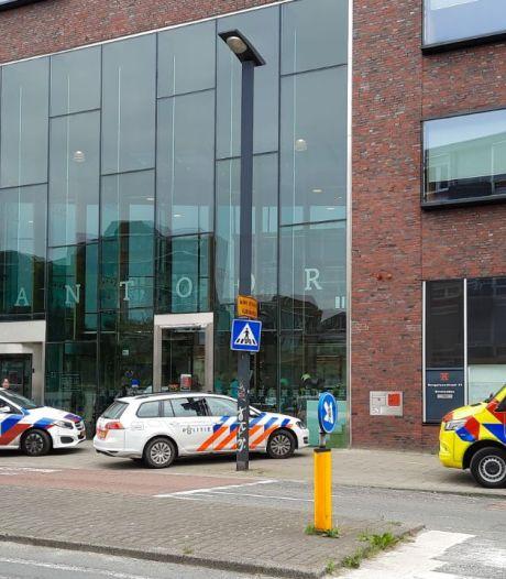 Stadskantoor in Enschede kort ontruimd na dreigende situatie: man aangehouden