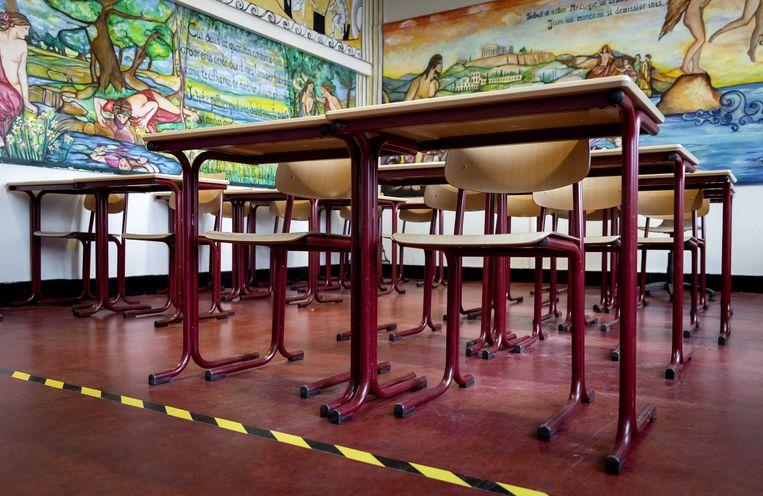 Een leeg lokaal van Het Amsterdams Lyceum. Tijdens de lockdown zijn alle scholen dicht.  Beeld ANP