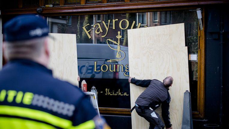 De Fayrouz Lounge wordt dichtgetimmerd. Voor de deur van de shishalounge werd een hoofd aangetroffen. Beeld anp