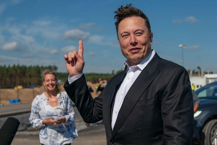 Tesla-baas Elon Musk op het bouwterrein van zijn eerste Europese gigafabriek bij Berlijn.