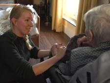 Een kussen dat je helpt als je angstig bent: Windesheimstudente Marjolein wint er een prijs mee