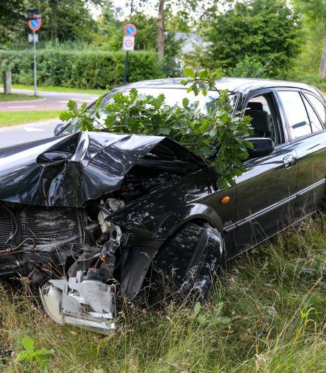 Politie Apeldoorn op zoek naar mogelijk gewonde bestuurder na eenzijdig ongeval
